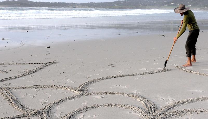 Beach-Artist_needs-crop-and-shrink-wide